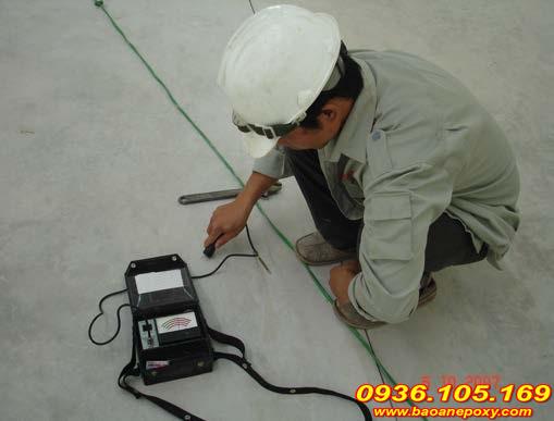 kiểm tra nền bê tông trước khi thi công sơn chống tĩnh điện