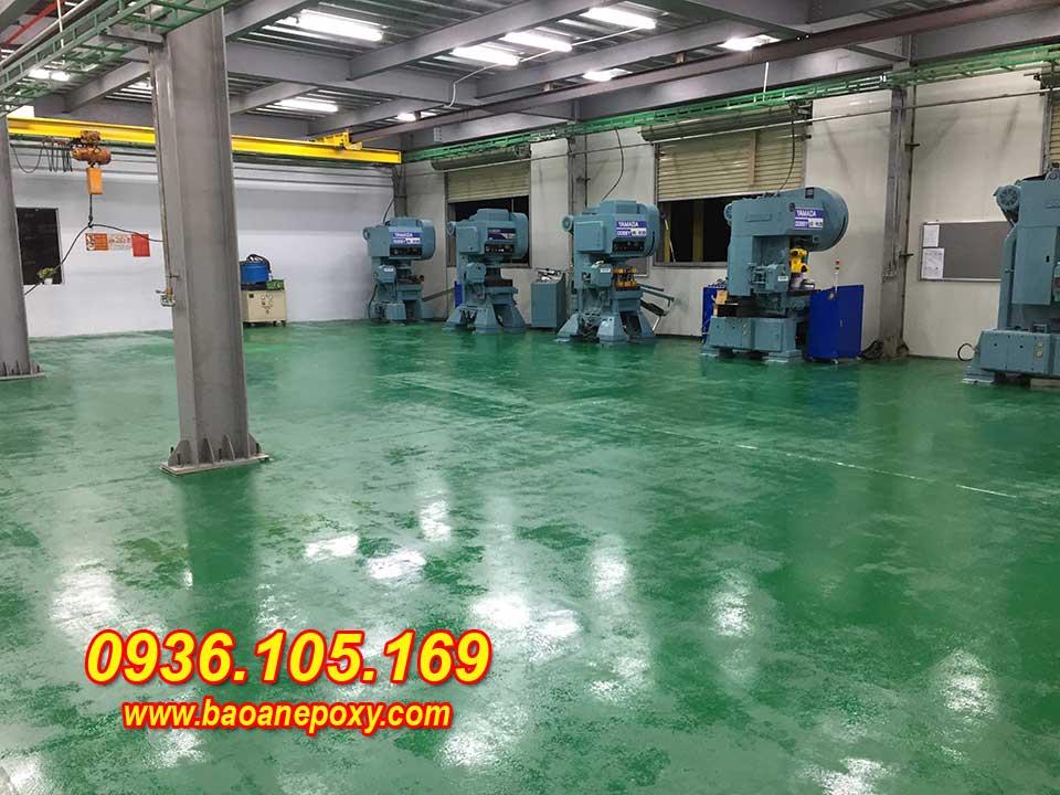 Hình ảnh 6: Thi công sơn epoxy lớp 1 cho mặt sàn