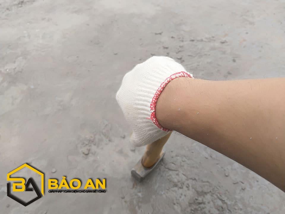 Hình ảnh 02 : Loại bỏ vữa thừa, vữa sâu dưới bề mặt