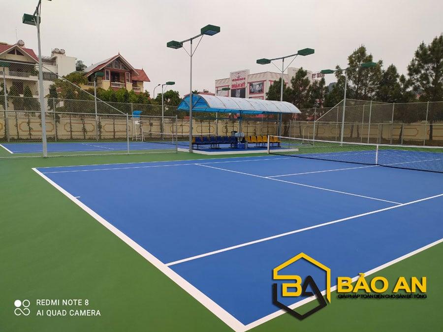 Hình ảnh: Bề mặt sân tennis hoàn thiện láng mịn không phai màu