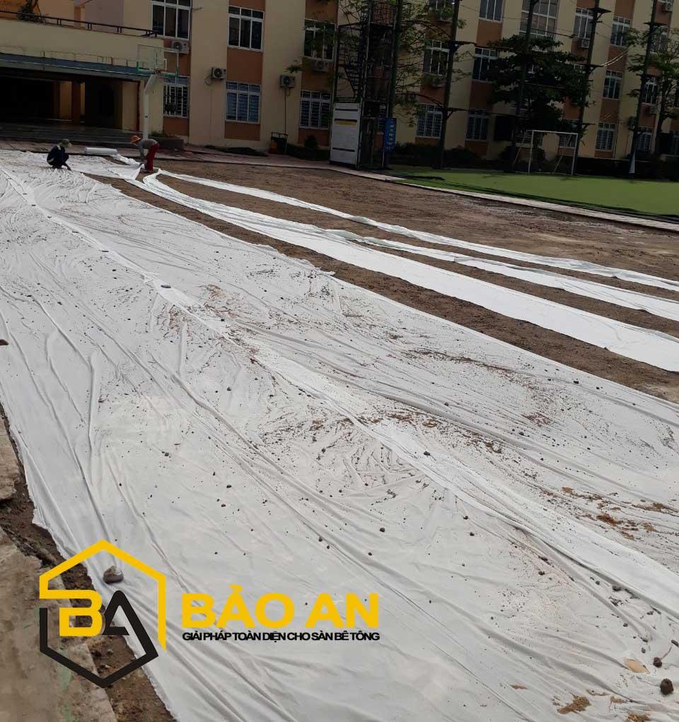 Phủ bạt chống thấm sàn bê tông